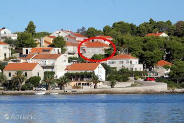 Lumbarda, Korčula, Property 9300 - Apartments near sea with rocky beach.
