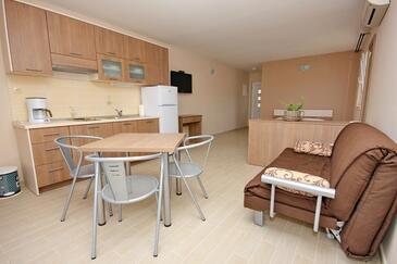 Lumbarda, Camera de zi în unitate de cazare tip studio-apartment, aer condiționat disponibil şi WiFi.