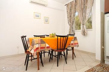 Korčula, Dining room in the apartment, air condition available, (pet friendly) and WiFi.