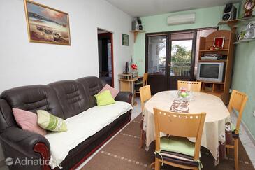 Zavalatica, Camera di soggiorno nell'alloggi del tipo apartment, condizionatore disponibile, animali domestici ammessi e WiFi.