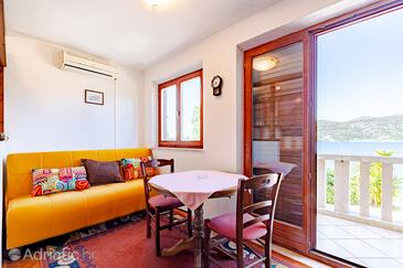 Tri Žala, Dining room in the apartment, air condition available and WiFi.