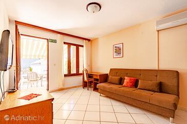 Tri Žala, Living room in the apartment, dostupna klima i WIFI.