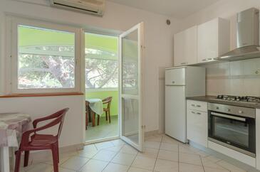Zaglav, Jedáleň v ubytovacej jednotke apartment, dostupna klima, dopusteni kucni ljubimci i WIFI.