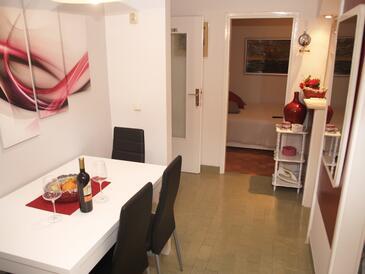Korčula, Столовая в размещении типа apartment, доступный кондиционер и WiFi.