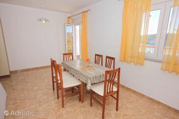 Vlašići, Dining room in the apartment, dostupna klima i WIFI.