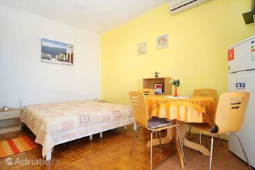 Novalja, Jídelna v ubytování typu apartment, s klimatizací a WiFi.