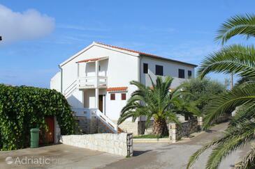 Novalja, Pag, Объект 9335 - Апартаменты с галечным пляжем.