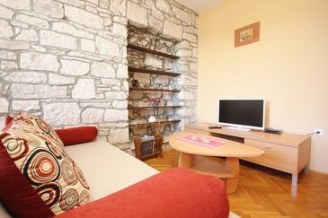 Račišće, Obývacia izba v ubytovacej jednotke apartment, dostupna klima, dopusteni kucni ljubimci i WIFI.