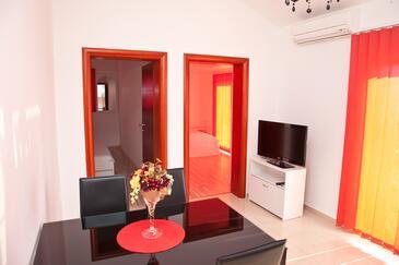 Novalja, Dining room in the apartment, dostupna klima i WIFI.