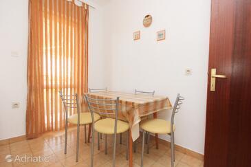 Novalja, Dining room in the apartment, dopusteni kucni ljubimci i WIFI.