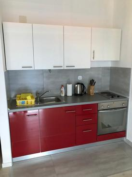 Mandre, Kitchen in the apartment, air condition available and WiFi.