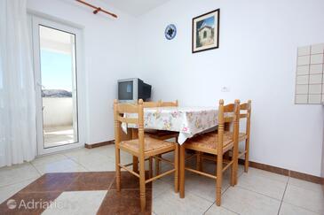 Stara Novalja, Jídelna v ubytování typu apartment, s klimatizací, domácí mazlíčci povoleni a WiFi.
