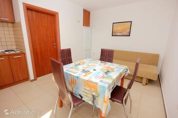 Mandre, Dining room in the apartment, dostupna klima.