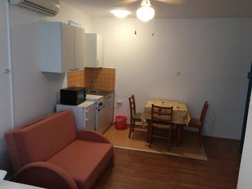 Stara Novalja, Dining room in the studio-apartment, dopusteni kucni ljubimci i WIFI.