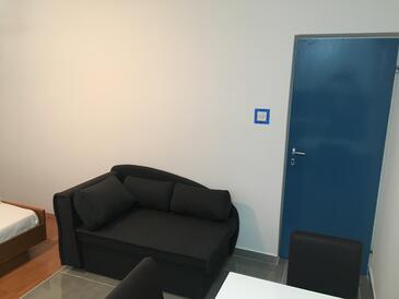 Stara Novalja, Jídelna v ubytování typu studio-apartment, domácí mazlíčci povoleni a WiFi.