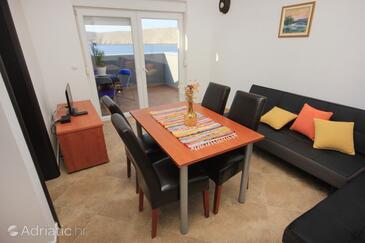Vlašići, Dining room in the apartment, dostupna klima.
