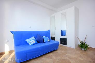 Vlašići, Living room in the studio-apartment, air condition available and WiFi.