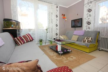 Novalja, Living room in the apartment, dostupna klima.