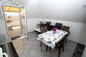 Promajna, Dining room in the studio-apartment, WIFI.