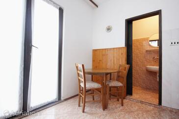 Povljana, Dining room in the apartment.