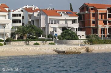Novalja, Pag, Objekt 9414 - Apartmani blizu mora sa šljunčanom plažom.