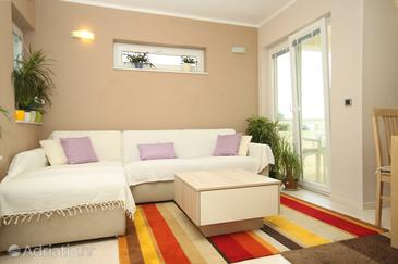 Stara Novalja, Living room in the apartment, air condition available, (pet friendly) and WiFi.