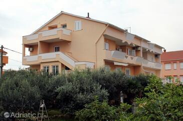 Novalja, Pag, Объект 9419 - Апартаменты с галечным пляжем.