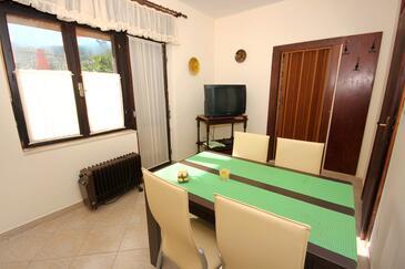Arbanija, Jídelna v ubytování typu apartment, domácí mazlíčci povoleni a WiFi.