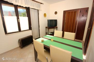 Arbanija, Dining room in the apartment, (pet friendly) and WiFi.