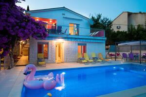 Seaside house with a swimming pool Seget Vranjica, Trogir - 9430
