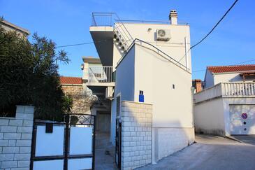 Okrug Gornji, Čiovo, Property 9444 - Apartments with pebble beach.