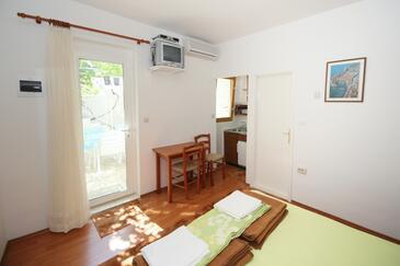 Dubrovnik, Dining room in the studio-apartment, dostupna klima i dopusteni kucni ljubimci.
