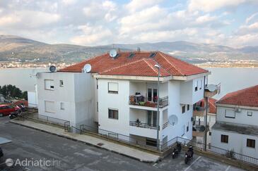 Mastrinka, Čiovo, Property 9447 - Apartments near sea with pebble beach.