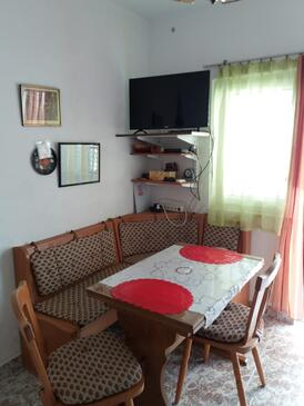 Bušinci, Dining room in the apartment, (pet friendly) and WiFi.