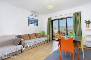 Slatine, Obývací pokoj v ubytování typu apartment, domácí mazlíčci povoleni a WiFi.
