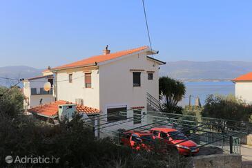 Slatine, Čiovo, Objekt 9453 - Ubytování v blízkosti moře s oblázkovou pláží.
