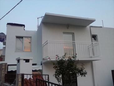 Pisak, Omiš, Property 9456 - Apartments near sea with pebble beach.
