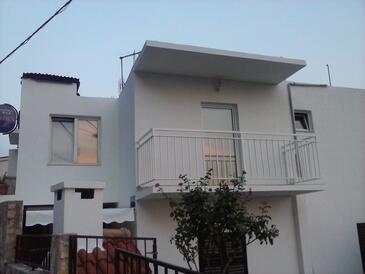 Pisak, Omiš, Объект 9456 - Апартаменты вблизи моря с галечным пляжем.