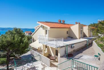 Duće, Omiš, Obiekt 946 - Apartamenty przy morzu z piaszczystą plażą.