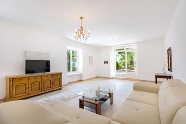 Podstrana, Obývací pokoj v ubytování typu apartment, domácí mazlíčci povoleni a WiFi.