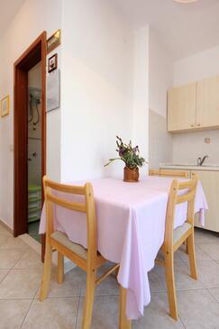 Bilo, Salle à manger dans l'hébergement en type apartment, WiFi.