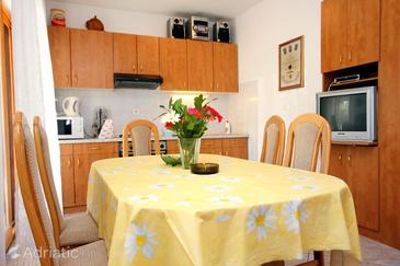 Sevid, Dining room in the apartment, air condition available and WiFi.