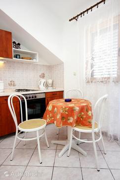Sevid, Dining room in the studio-apartment, WIFI.