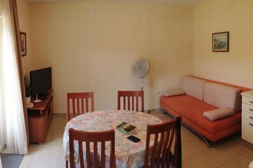 Lumbarda, Dining room in the apartment, air condition available and WiFi.