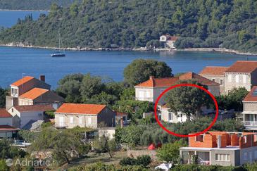 Lumbarda, Korčula, Property 9474 - Apartments with pebble beach.