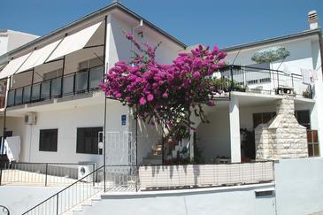 Sumpetar, Omiš, Obiekt 948 - Apartamenty ze żwirową plażą.