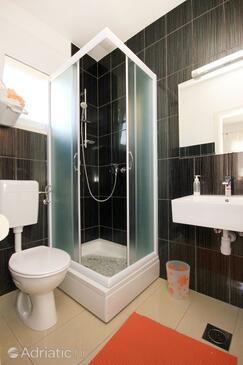 Bathroom 2   - K-9482