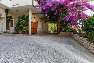Sumpetar, Omiš, Property 949 - Apartments near sea with pebble beach.
