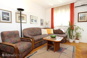 Omiš, Living room in the apartment, dostupna klima.