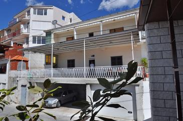 Sumpetar, Omiš, Property 950 - Apartments with pebble beach.